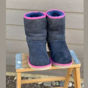 UGG AUSTRALIA Classic Short Blue &. Pink Size 7